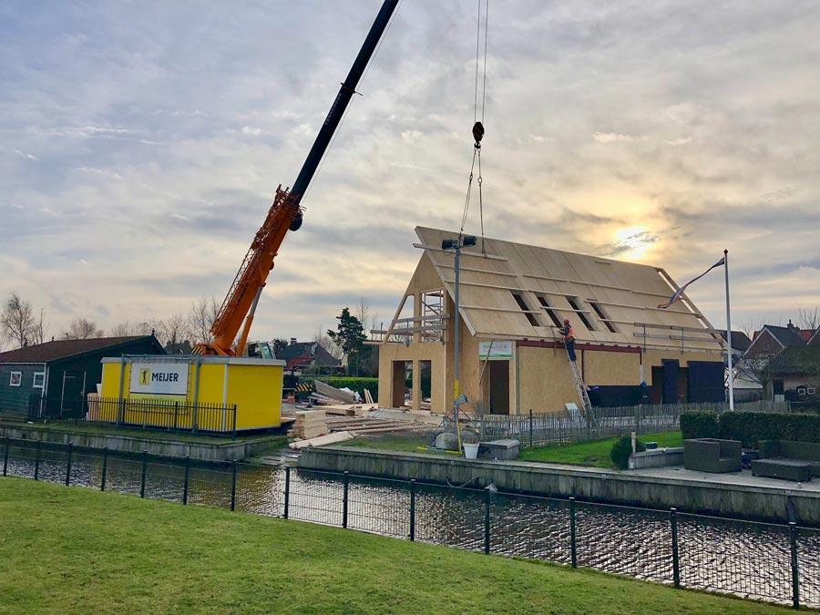 montáž strechy - stavba domu systémom SE-SIP